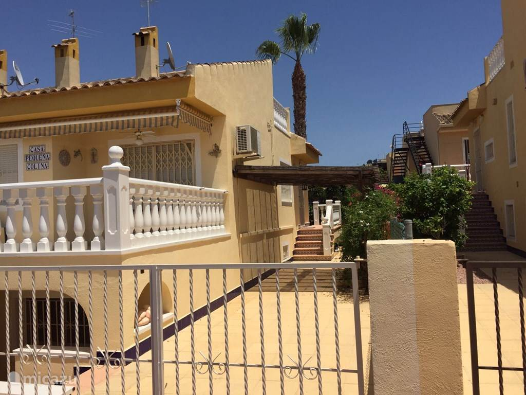 Rent casa peque a colina in benij far costa blanca micazu for Casetas pequenas