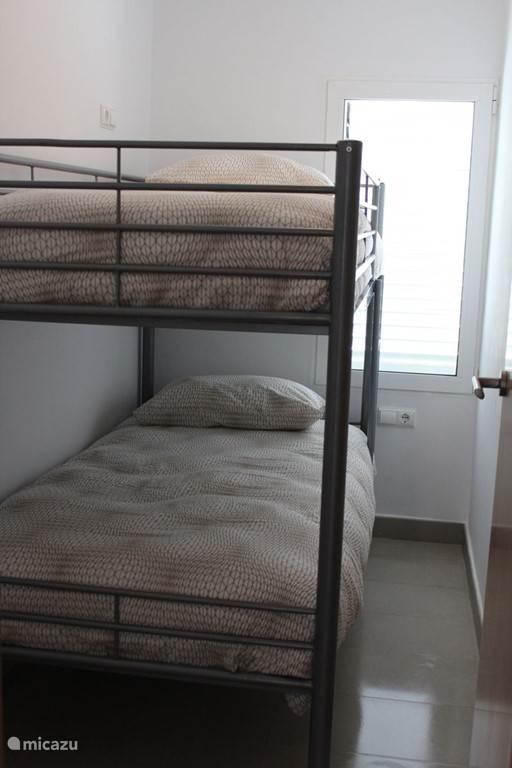 Stapelbed in de tweede slaapkamer van La Playa