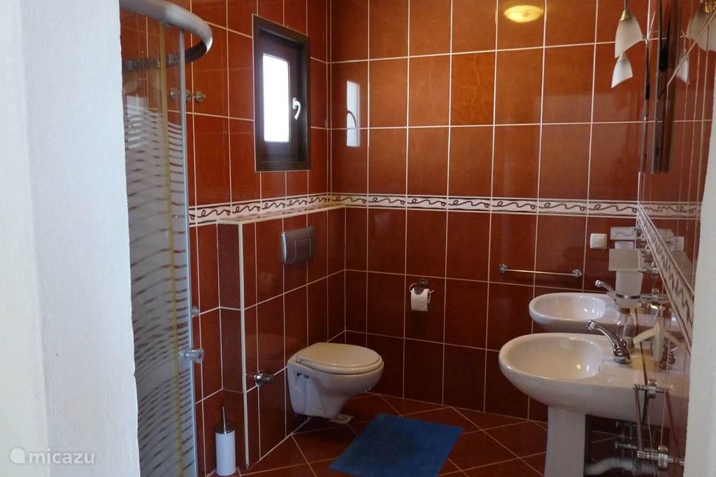 Badkamer van de Masterslaapkamer op het 2 de verdiep