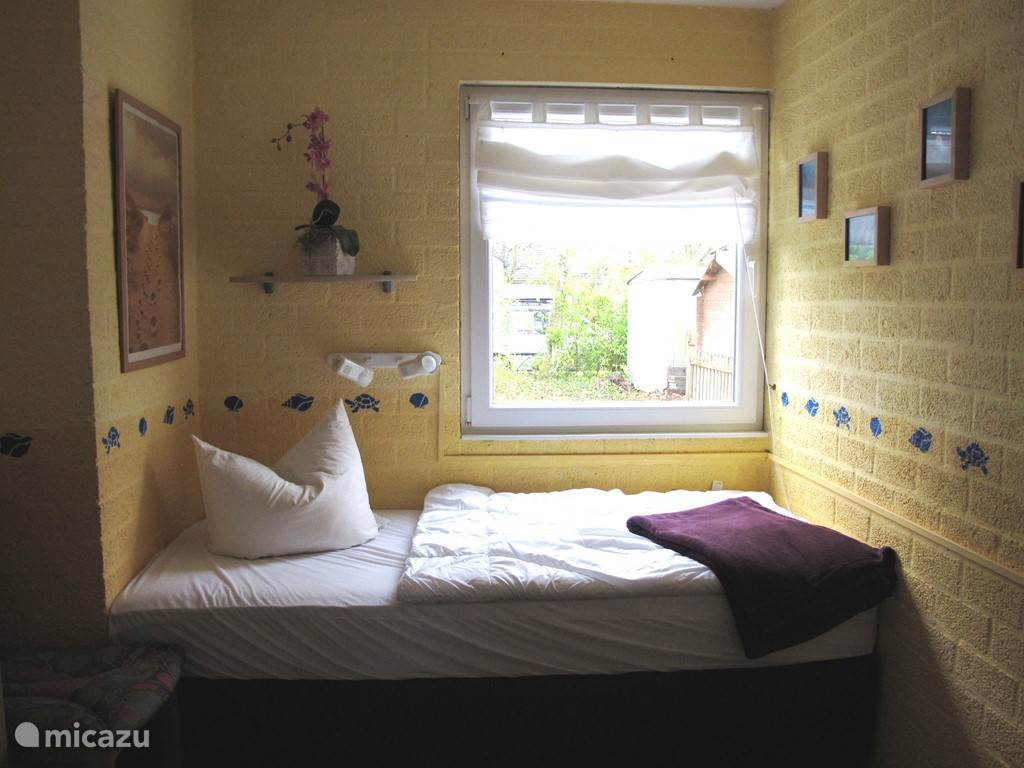 Kleine slaapkamer met 1 persoonsbed