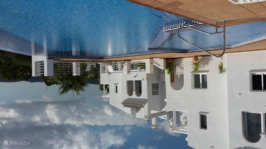 Prachtig zwembad 20 stappen van de bungalow
