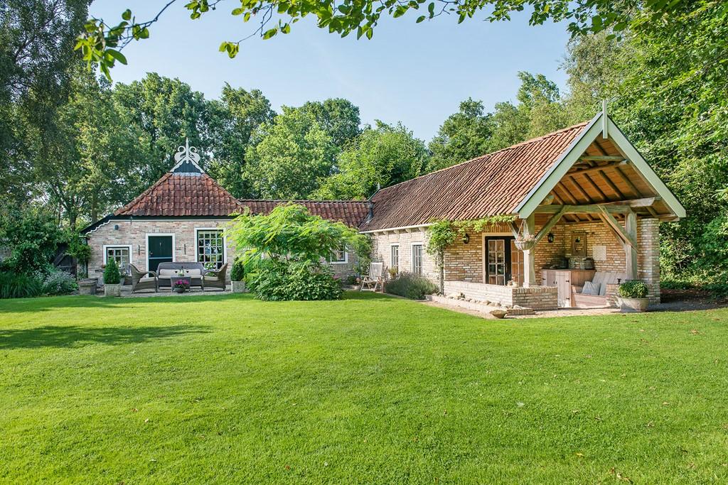 Welkom in onze Authentieke luxe boerderij 8 personen.  In de maand September 15% korting!