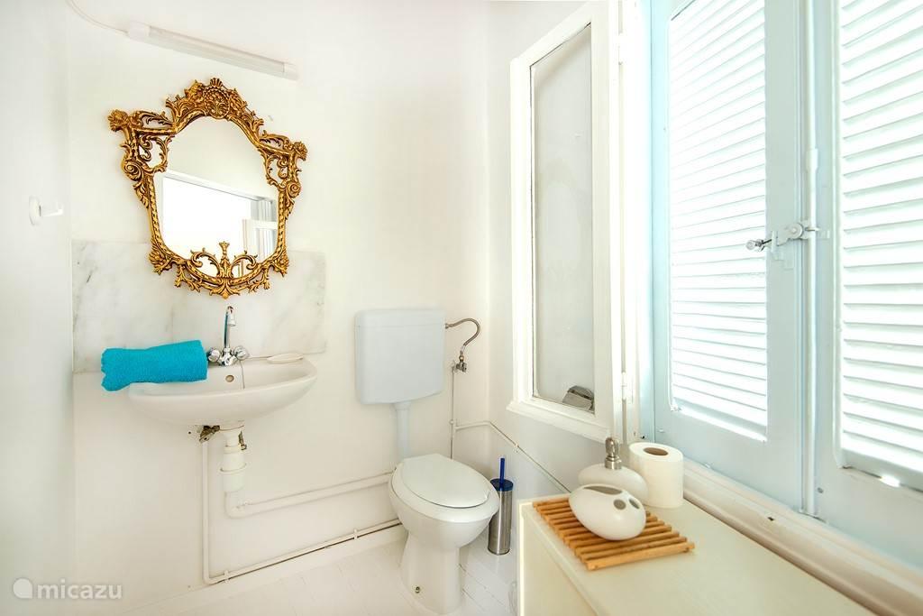 Semi bathroom en suite with double bedroom