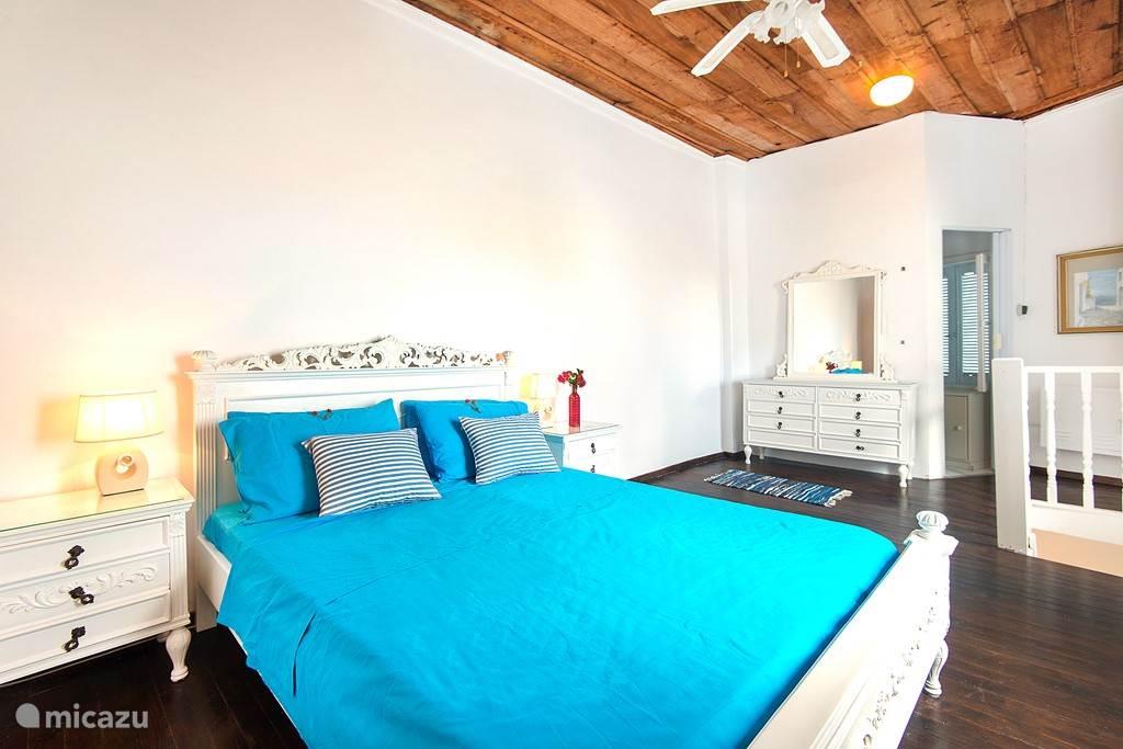 Double bedroom with toilet / sink en suite