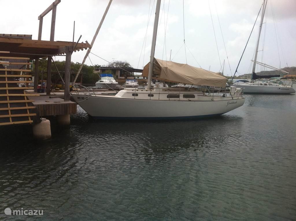 Onze Pearson35 zeilboot Gratitude is de afgelopen jaren geheel gerenoveerd en is te huur om (dag)zeiltochten te maken.