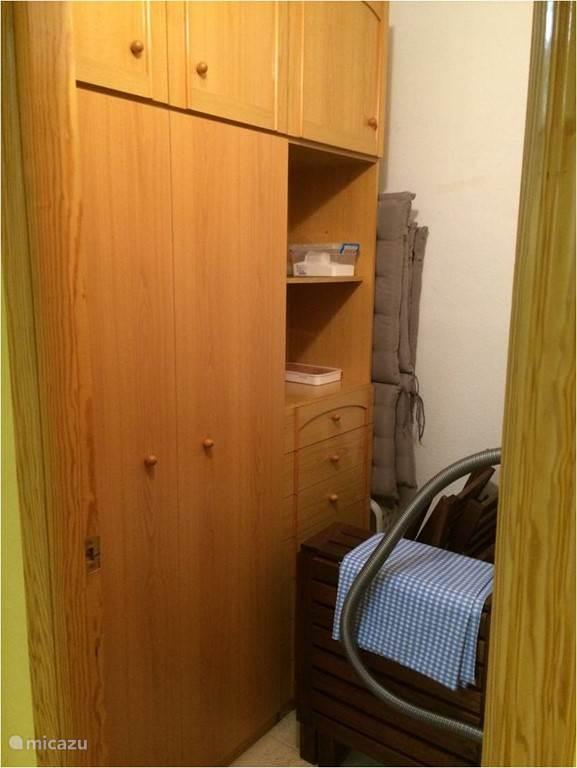 aparte berging in het appartement met onder meer 4 ligbedden