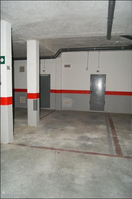 Er is de mogelijkheid om de auto te parkeren in onze afgesloten autostaanplaats.