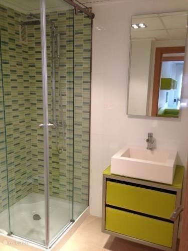 nogmaals de eerste badkamer