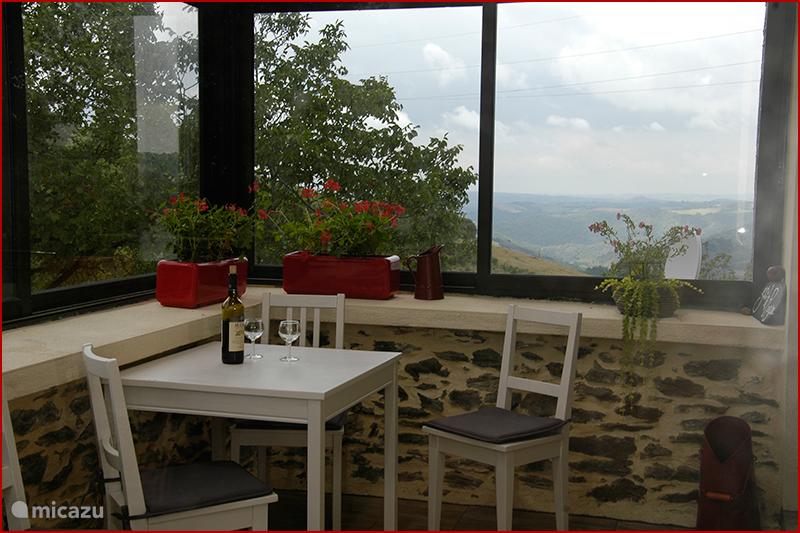 Terras, uitzicht op de Cantal.