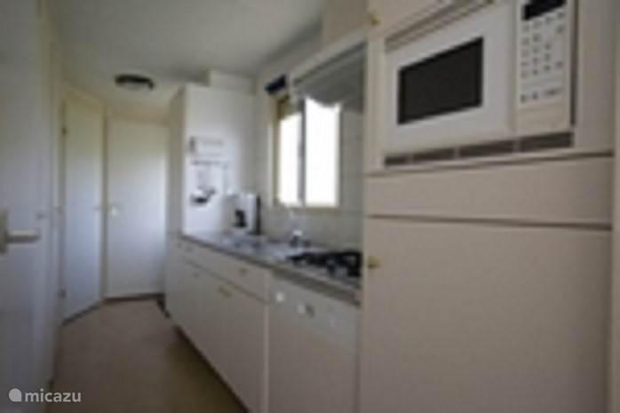 Volledig ingerichte Keuken met vaatwasser en magnetron