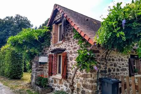 Vacation rental France, Haute-Vienne, Château-Chervix holiday house Zw fr atmospheric fish-swimming lake