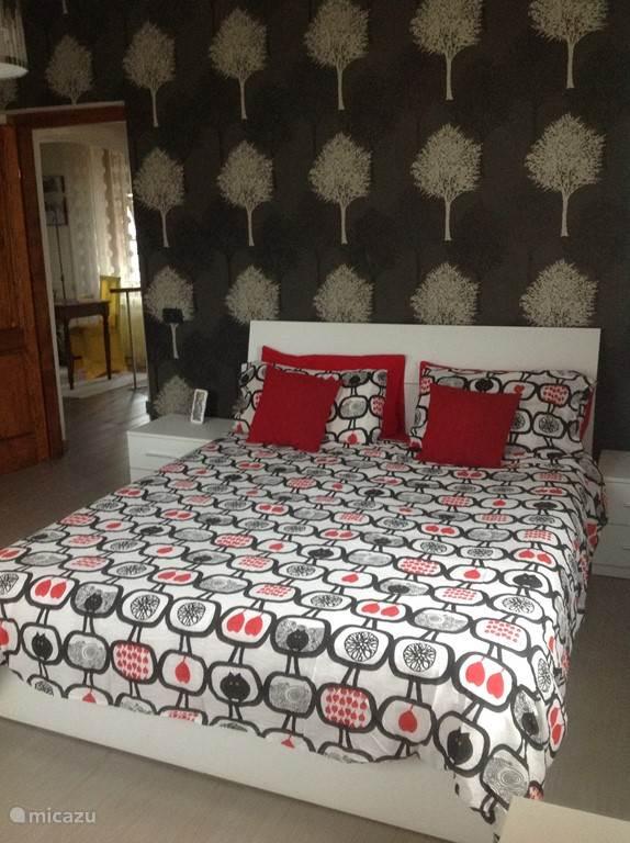slaapkamer met 2 persoonsbed met mogelijkheid tot extra 1 persoonsbed