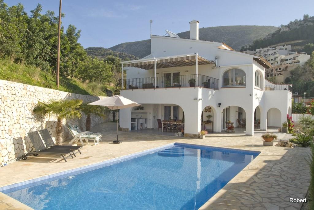 Villa Emma Moraira Costa Blanca  5 slk, 3 badk. zwembad, trampoline,  APART BOVEN EN BENEDEN VILLA. 18-31 AUG. € 1000 KORTING. € 1250 PER WEEK.
