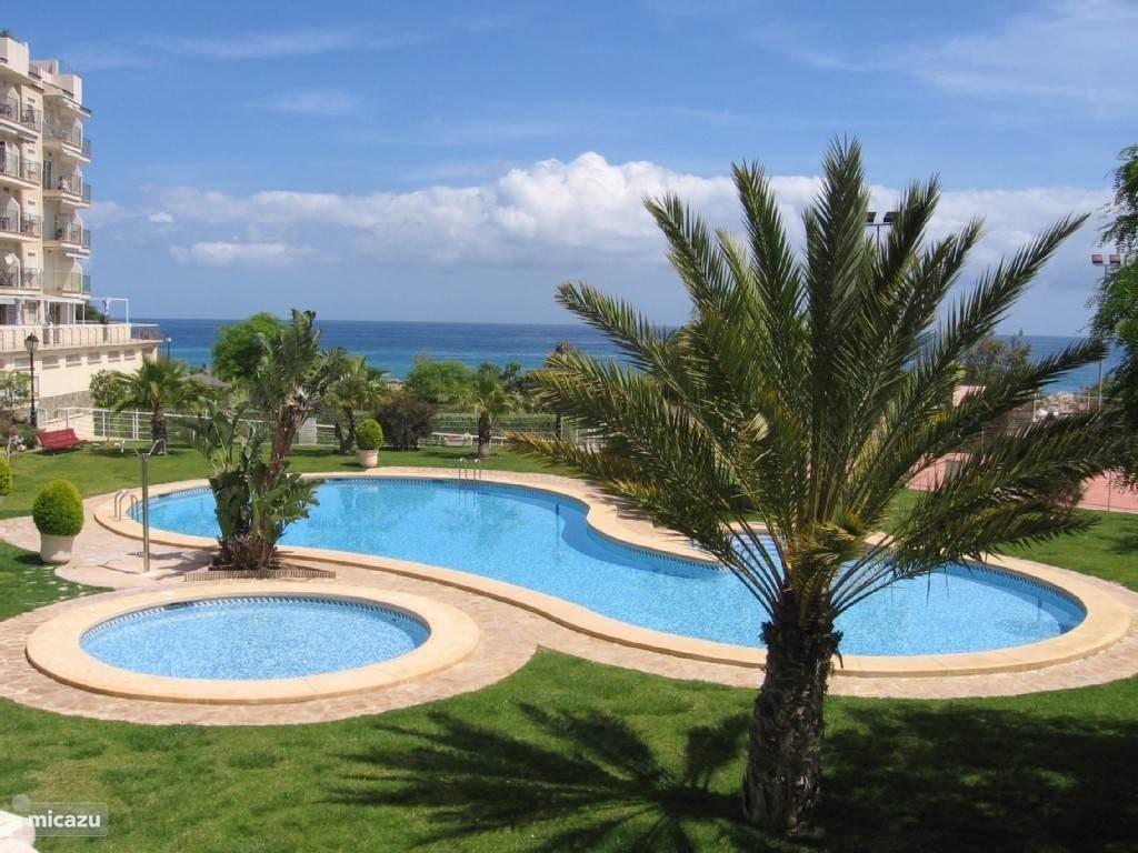 Boek nu snel uw vakantie voor 2018 ! Prachtig hoek-appartement aan de zee in rustig complex nabij Benidorm en Alicante. Met 3 Balkons zeezicht !