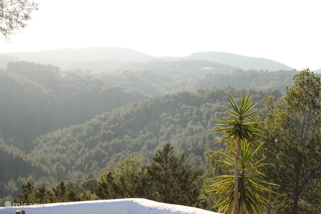 Uitzicht over de prachtige ongerepte valleien