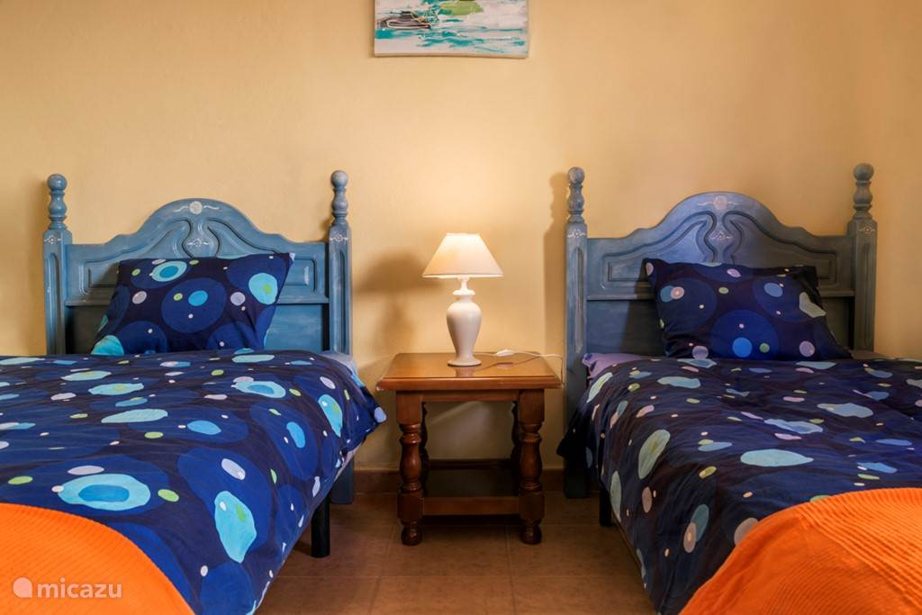 Alle slaapkamers hebben rolhorren, dus u kunt het overal heel donker maken en overdag donker houden zolang u wilt.