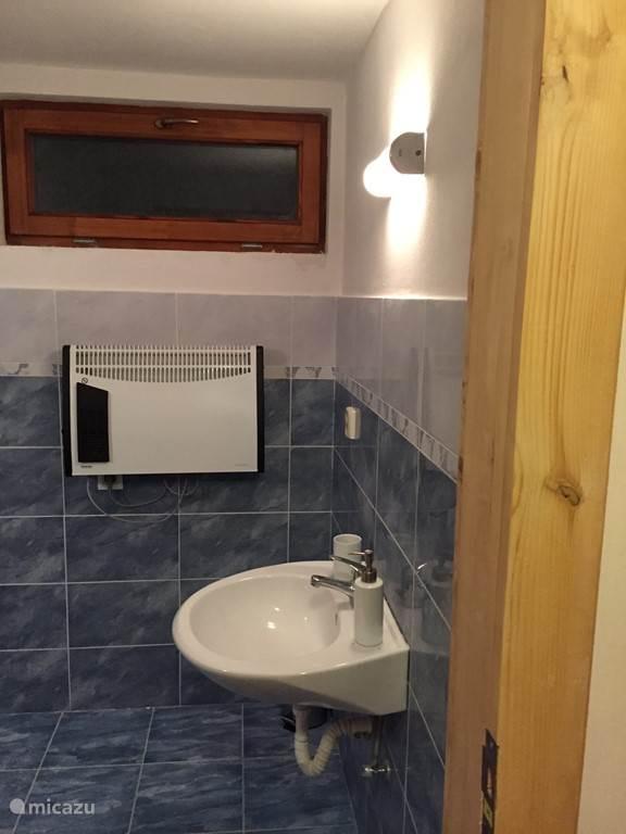 wastafel badkamer boven