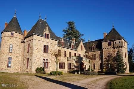 Vacation rental France, Allier, Barrais-Bussolles manor / castle Château & Gîtes de Bussolles