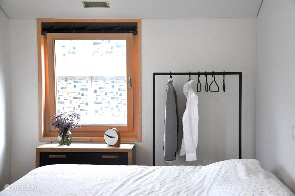 Master bedroom met ligbad en badkamer