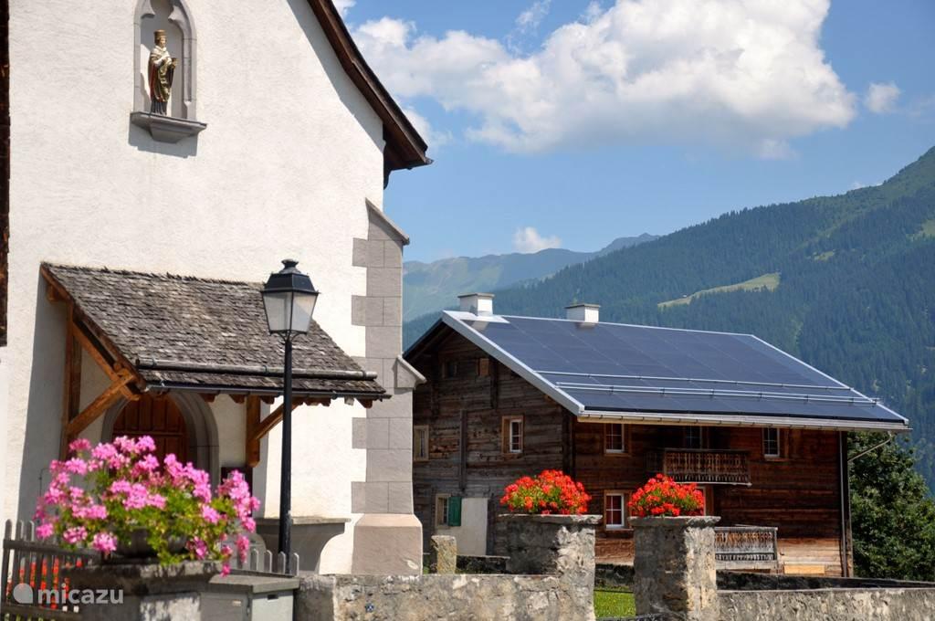 Authentieke kerk in Vignogn dorp (naast vakantiewoning)