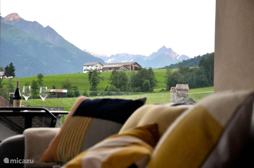 Vakantiehuis Zwitserland, Graubünden, Laax Appartement Panoramische chalet vlakbij skipiste