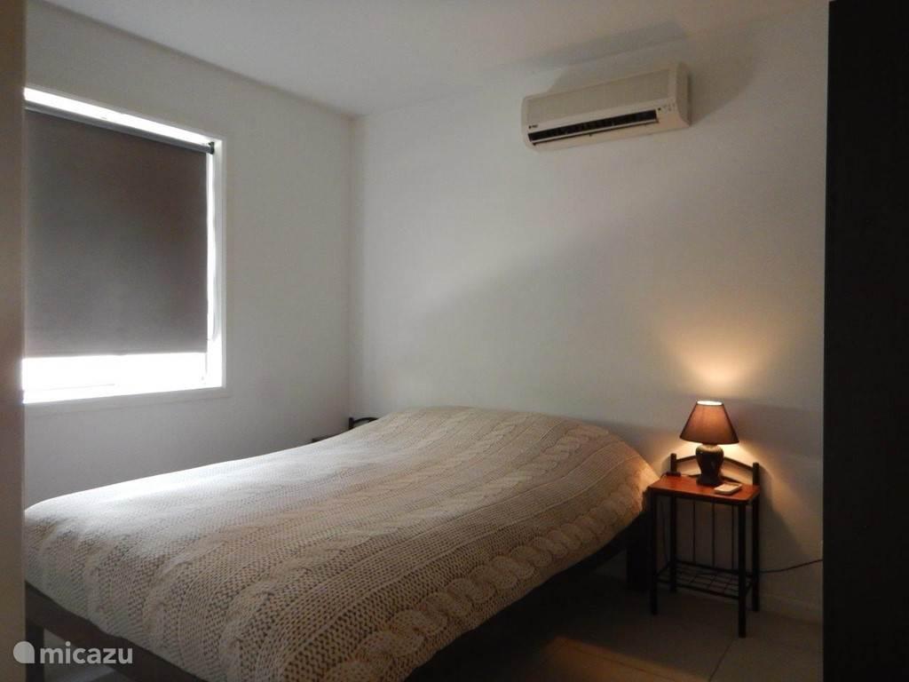 1. Bett-Zimmer