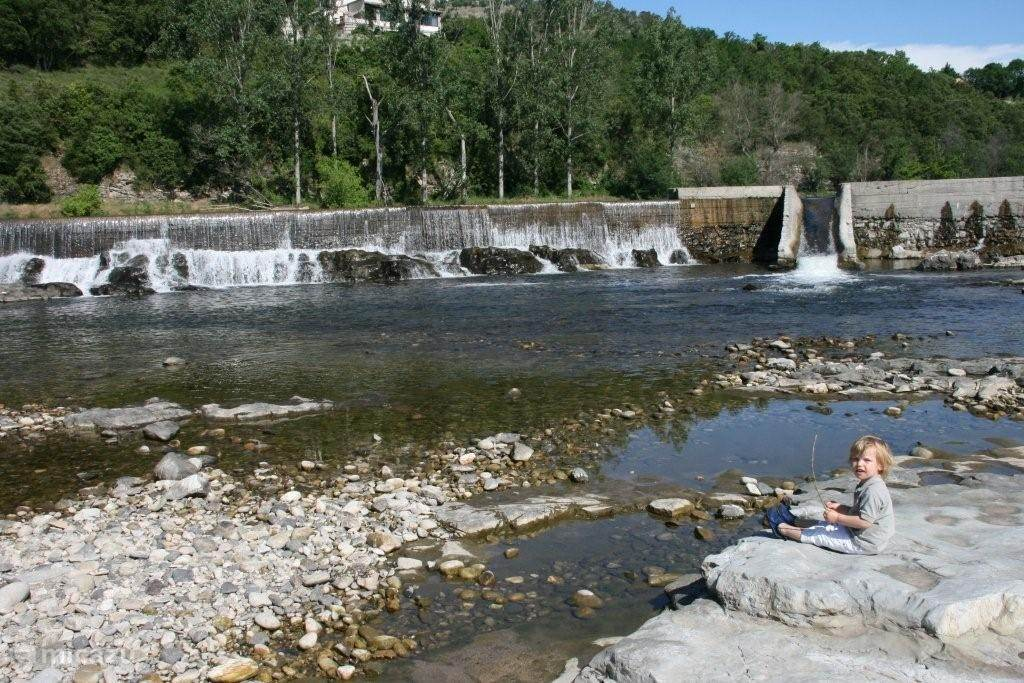 op 10 minuten lopen is de rivier de Ardèche