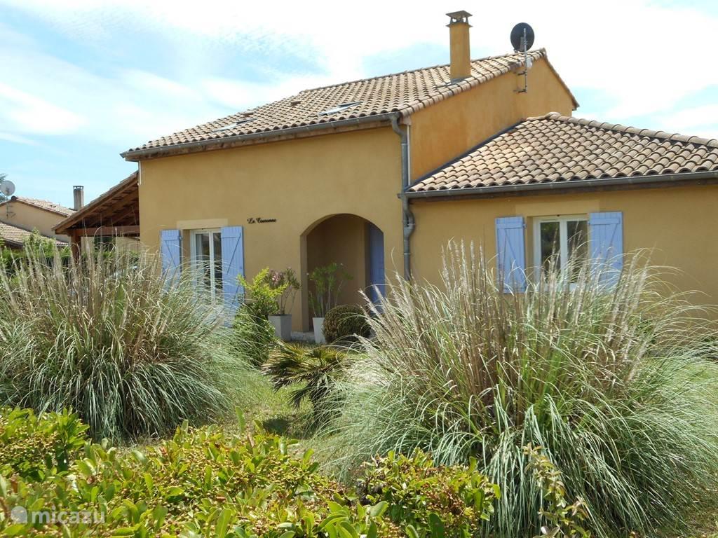 Voorkant villa La Couronne