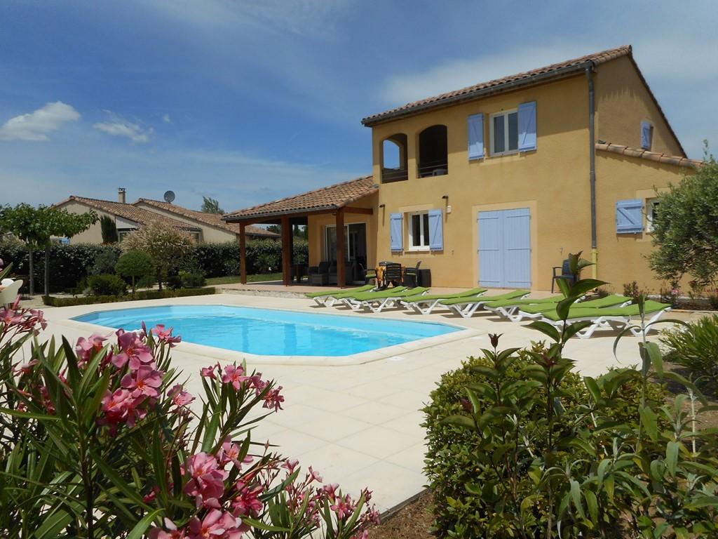 Pinksteren en de week erna: Villa  + verwarmd prive zwembad, grote tuin, mooi uitzicht op de bergen; Vallon Pont d'Arc . Huurprijs v.a. € 1095 p.wk.