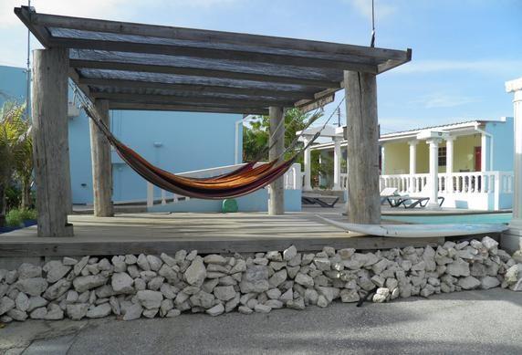 De zomer nog even verlengen op Curacao?Wij hebben nog leuke appartementen met zwembad ter beschikking. Dichtbij Mambo Beach en Willemstad.