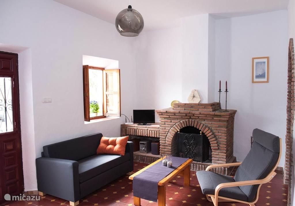 In de woonkamer is een televisie en gratis Internet aanwezig (privé router)