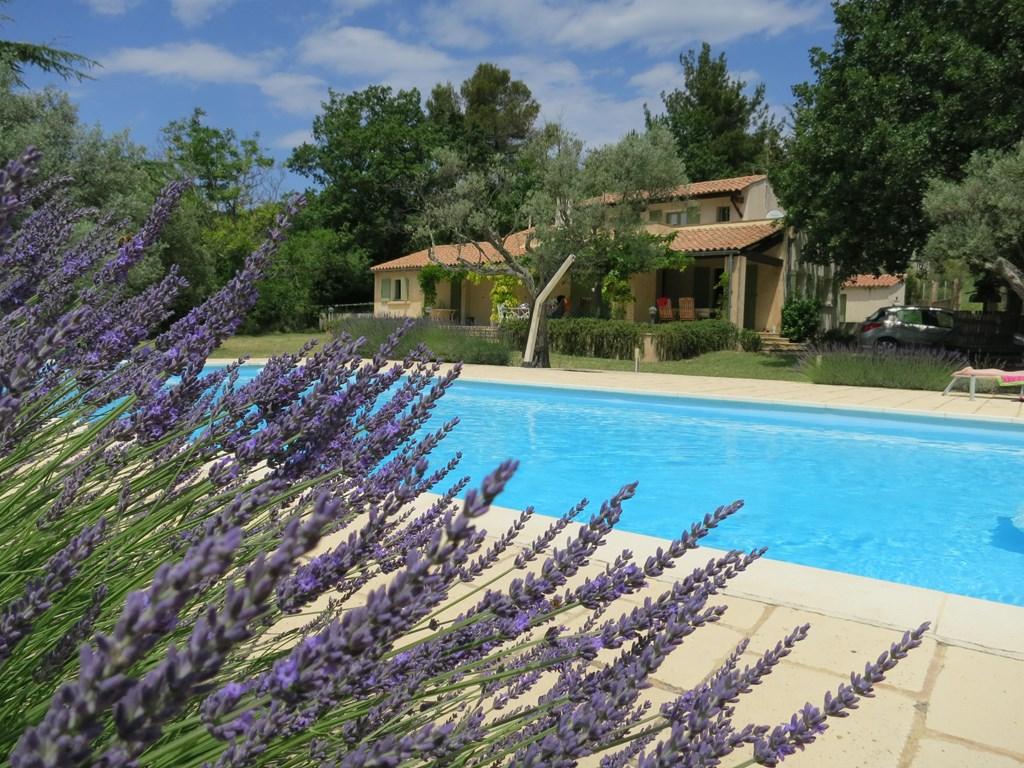 Prachtige villa in Frankrijk, net opgeknapt, met zwembad, net alsnog vrijgekomen voor de herfstvakantie. Boek nu en ontvang nog een mooie korting.