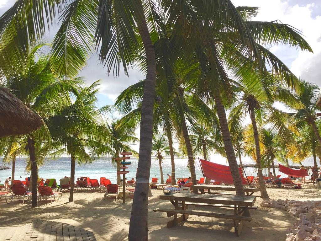 """Onze """"Villa direct aan strand Blue Bay"""" is deze zomer alleen nog van 21 juni tot 1 juli beschikbaar! 15% korting wanneer u deze week boekt!"""