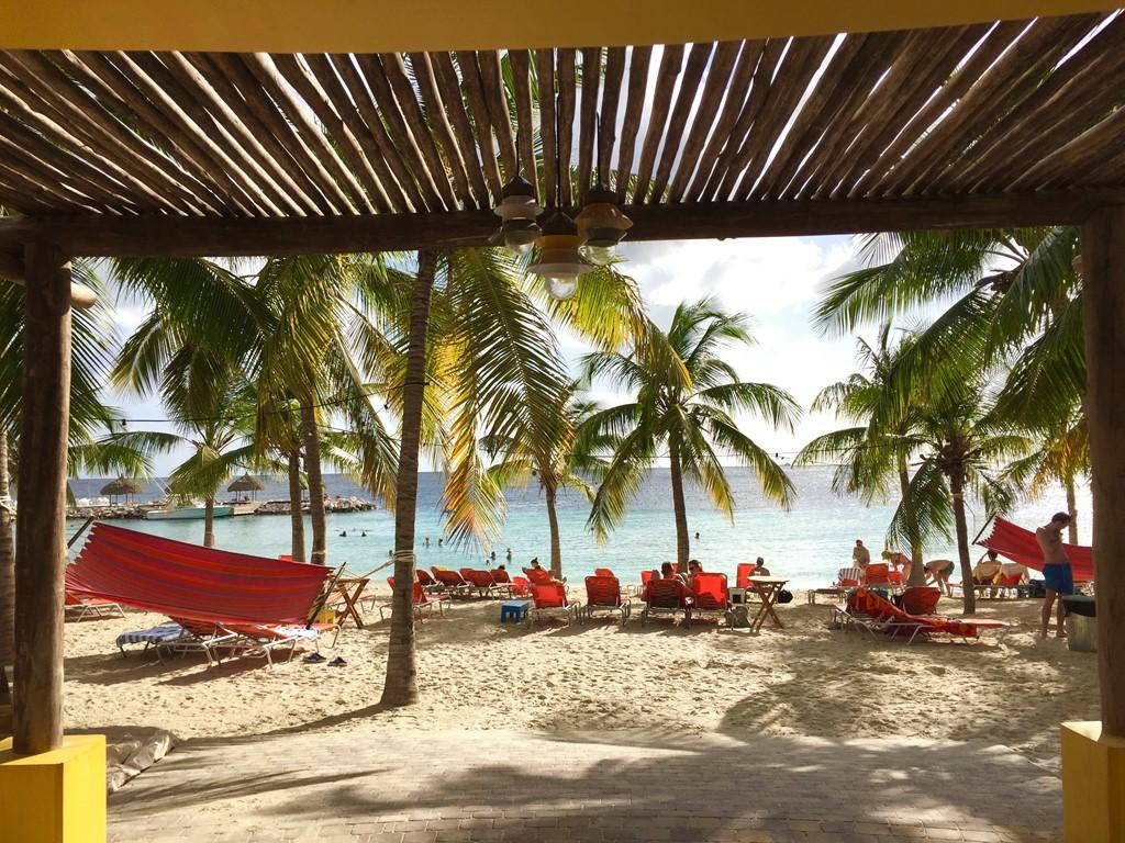 VAN 21 JUNI TOT 1 JULI - verblijf van een week in onze Villa direct aan strand Blue Bay voor Eur 875,-!