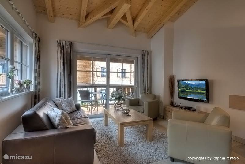 After a successful day in the mountains you can relax on the luxury living room sofa. High ceilings with beautiful beams contribute to a spacious, relaxing vibe.