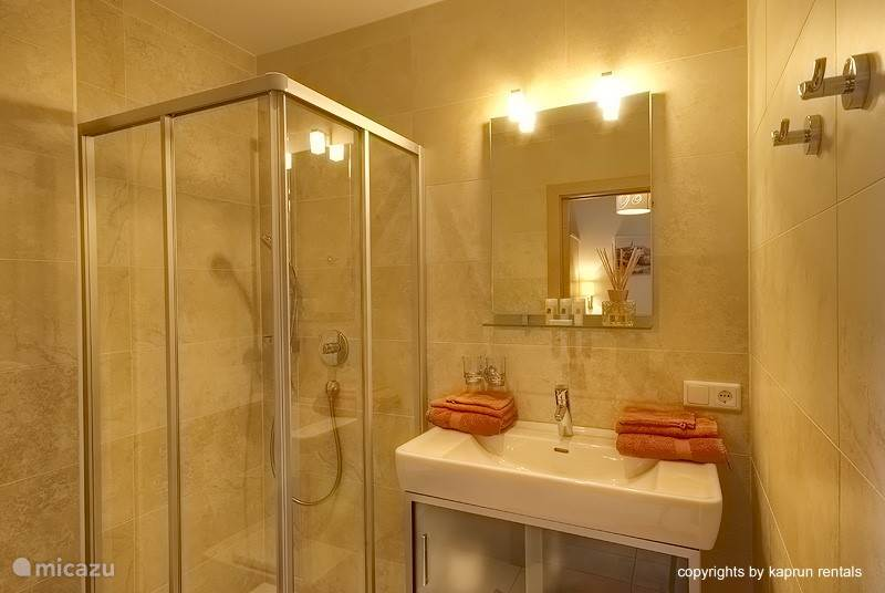 You have two quality bathrooms, so you can easily start your day all fresh and clean.