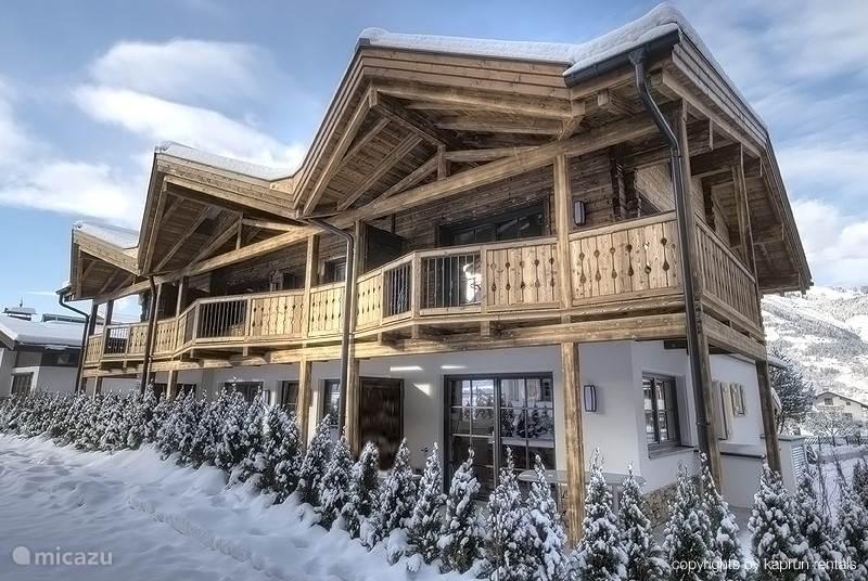 Het prachtige appartementencomplex Kaprun Mountain Resort waarin uw appartement zich bevindt.