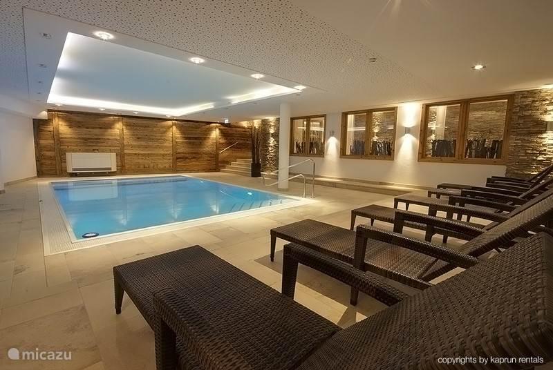 Het Kaprun Mountain Resort voorziet u van een prachtig indoor zwembad.
