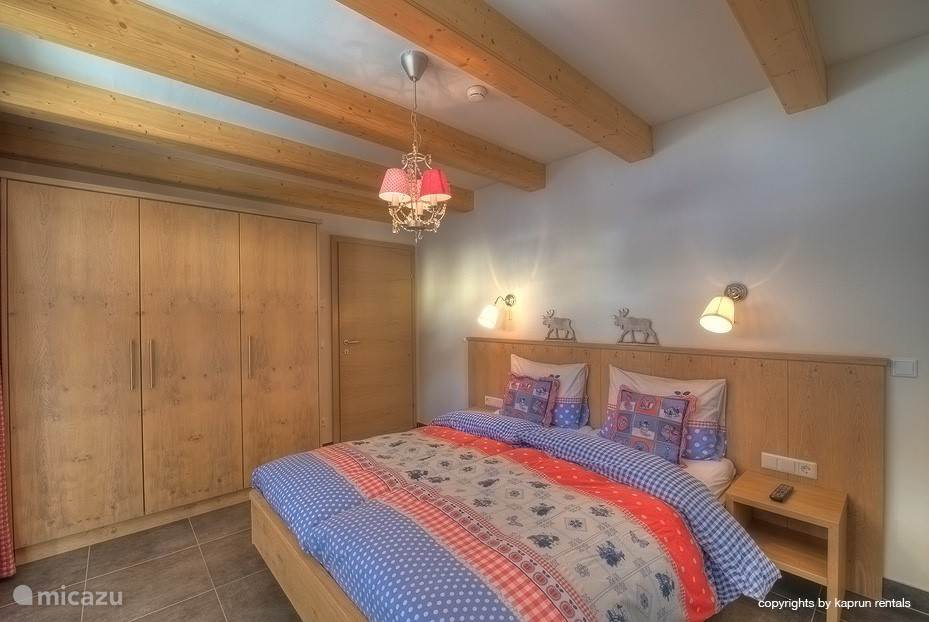 Again this bedroom: large closets, private bathroom, large bed and beautiful light.