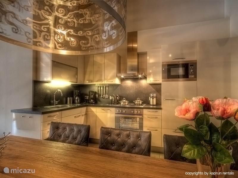 De luxe keuken & eethoek zijn de perfecte plaats om samen van het eten te genieten.