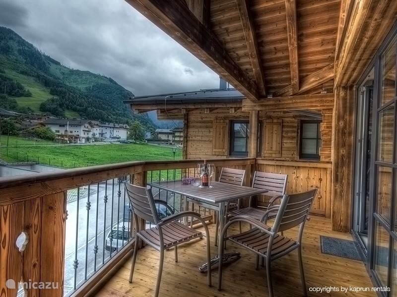 De 2 ruime balkons bieden u prachtige uitzichten.