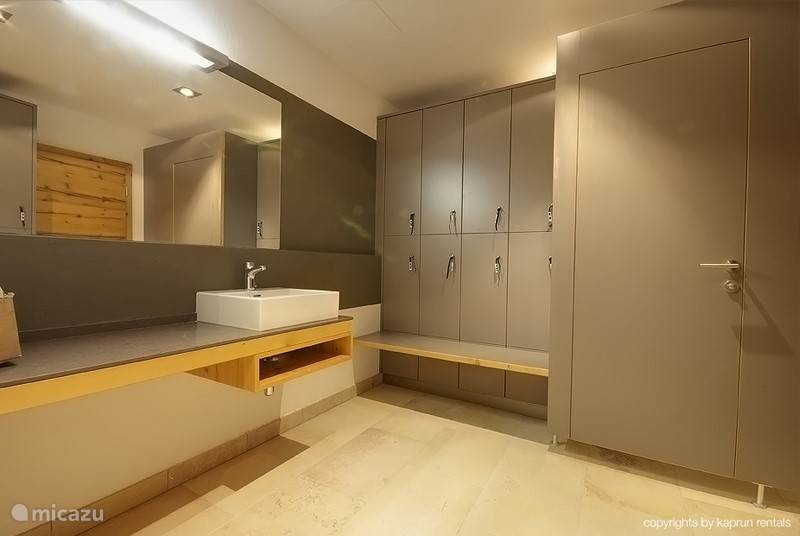 Luxurious changing rooms with lockers