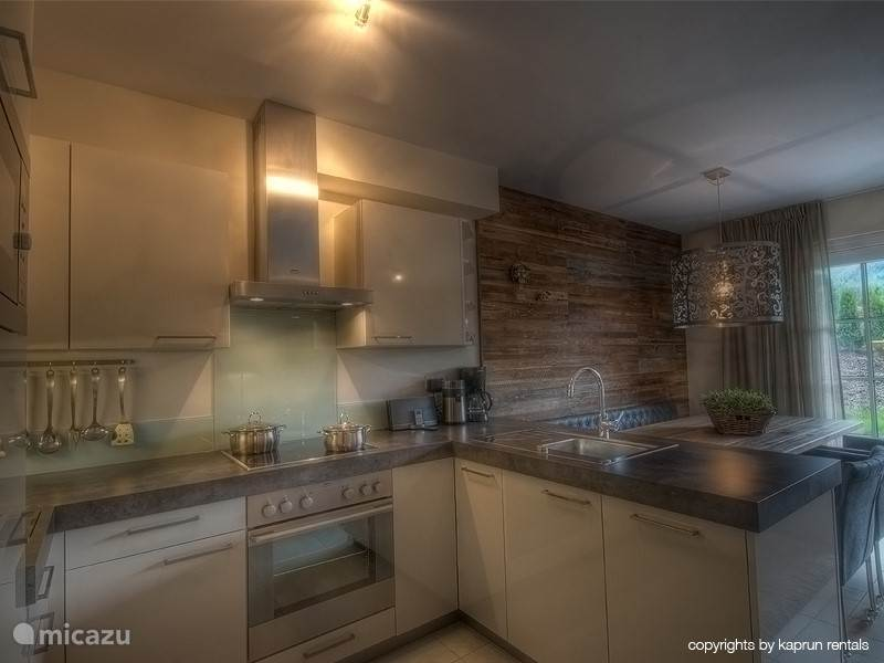 Luxury kitchen with plenty of cupboard space and fully equipped.