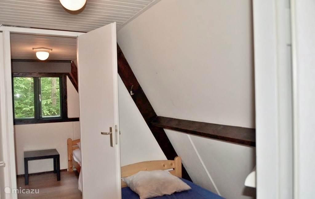 overloop met 5de bed  6de bed kan tss de 2 andere bedden