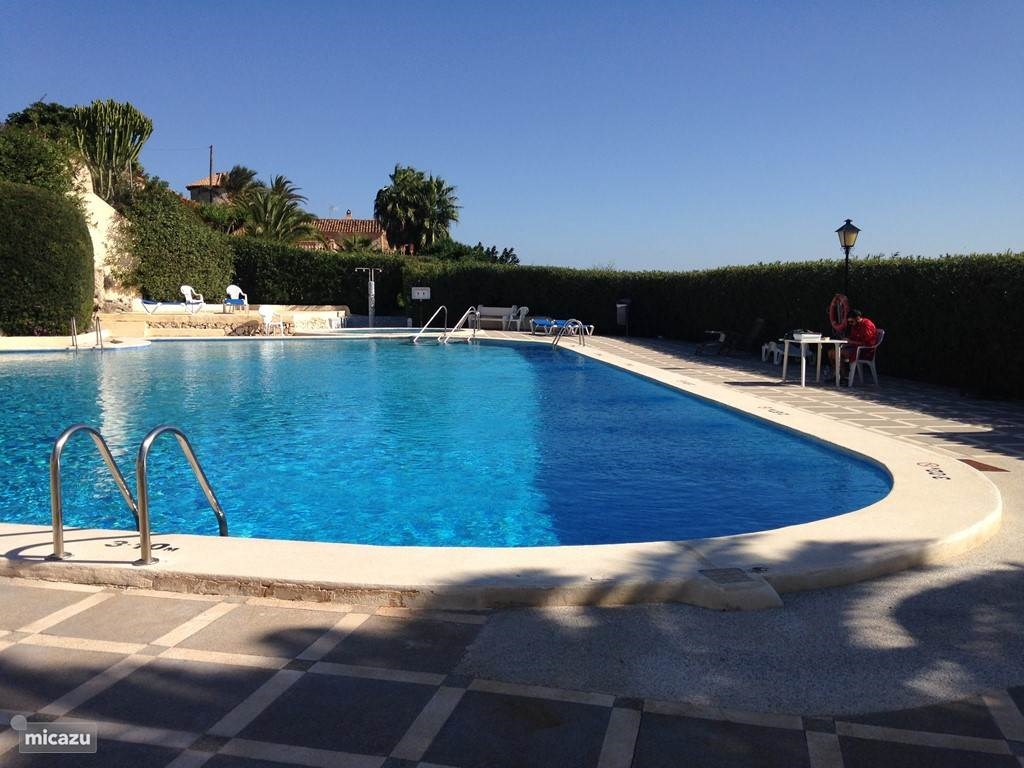 Vakantiehuis met 2 badkamers voor 4 pers met uitzicht op zee.  Nu nog vrije weken in juli en augustus voor €629 pw. Juni en september €499 pw.