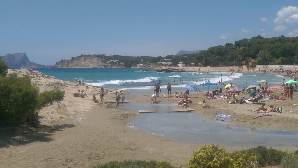 Laatste 2 vrije weken hoogseizoen (19/8 tot 2/9) NU voor Euro 1.000.   Geniet van zon, zee, strand. En de Vuelta die op 27/8/17 vlakbij passeert!