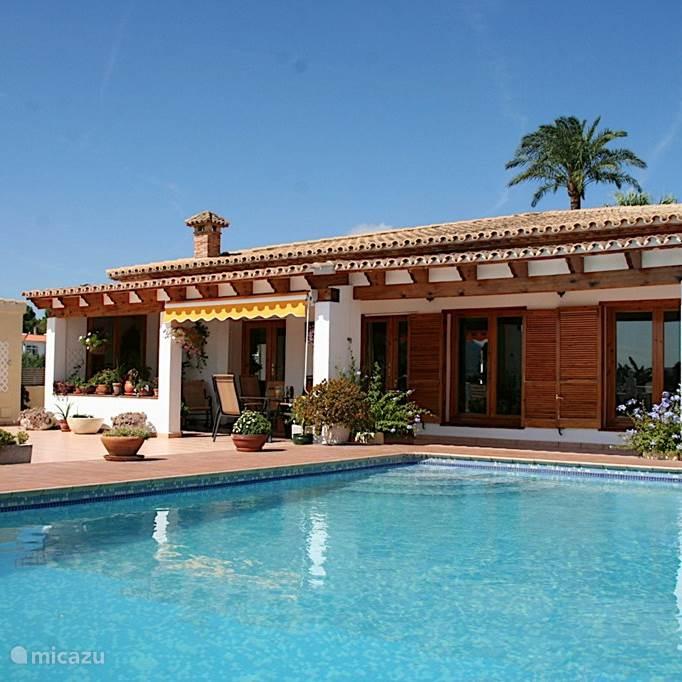 Nog slechts 2 weken beschikbaar in onze fijne huis in het pittoreske plaatsje Denia. 200 euro per week voordeel.