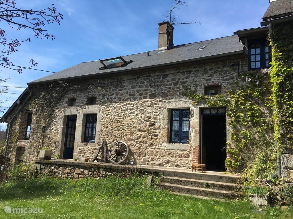 Vacation rental France, Burgundy, Moux-en-Morvan Farmhouse Les Ventres Bleus