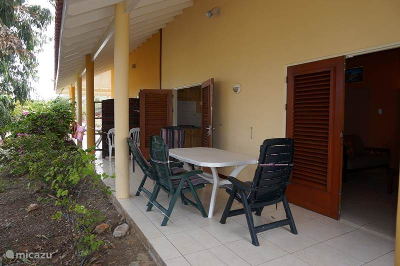 Appartement holiday dreams in grote berg banda abou west curacao huren - Berg appartement ...