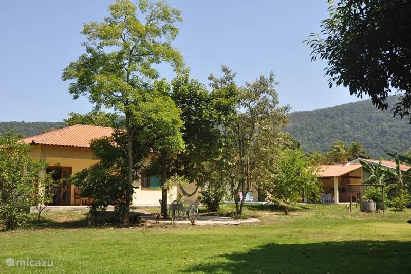 Vakantiehuis Brazilië, Kuststreek, Itaipuaçu (Rio de Janeiro) Bungalow Itaocaia Valley (Omgeving Rio d.J.)